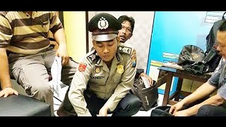"Video Yansen ""Polisi Palsu"" Ditangkap Usai Resepsi Pernikahan MP3, 3GP, MP4, WEBM, AVI, FLV September 2018"