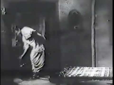 Original  Ek Chatur Naar Kar Kar Singaar (by Ashok Kumar in Jhoola)