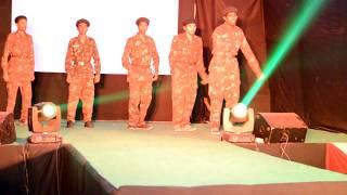 kandhon se milte hain kandhe best dance performance - lakshya movie song