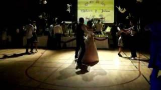 Download Lagu INCROYABLE ENTREE MARIES ! Mélanie & Julien (L) - 16/07/2011 - Ouverture bal mariage Mp3