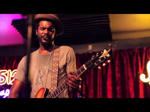 Gary Clark Jr. - 'Please Come Home' | a Do512 Lounge Session
