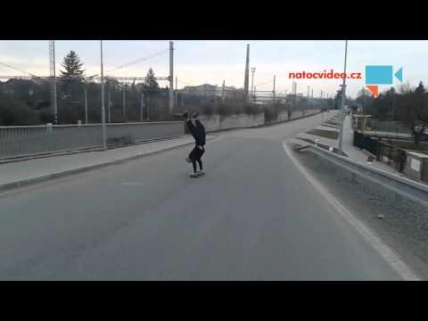 Longboarding jízda ve stojce
