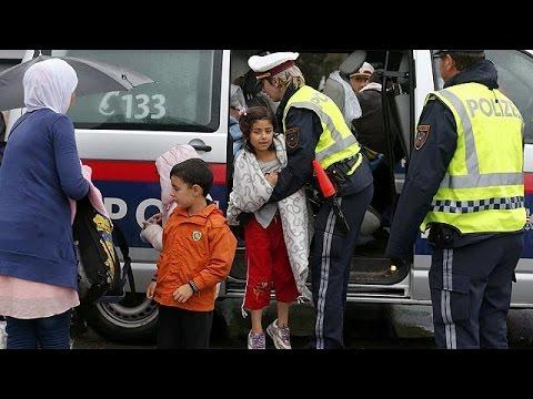 Κατά χιλιάδες περνούν οι μετανάστες τα σύνορα με την Αυστρία