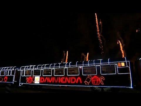Kolumbien: Weihnachtsmann in Bogota auf Schienen
