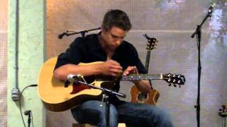 Download Lagu Mahlon plays Drifting on an Acoustic Guitar in unusual way Mp3