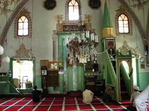 Meczet w Prisztinie - śpiew imama podczas salatu