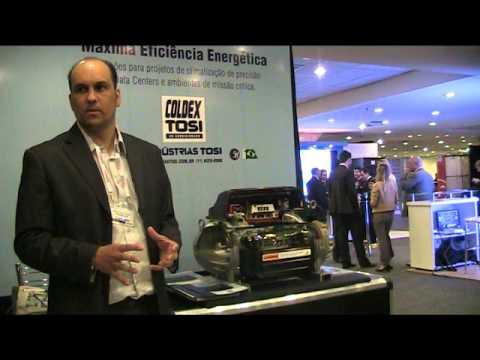 Marcio Fortunato, das Indústrias Tosi, apresenta as novidades da empresa