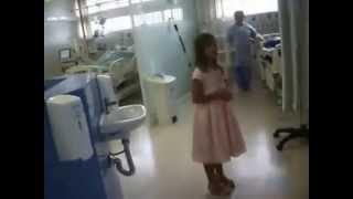 Criança Canta Na U T I Ressuscita-me(Aline Barros)