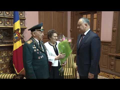 Șeful statului a felicitat o familie de veterani cu ocazia aniversării a 70-a din ziua nunţii