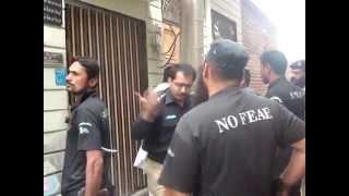 Video Funny Police Raid in Pakistan download in MP3, 3GP, MP4, WEBM, AVI, FLV January 2017