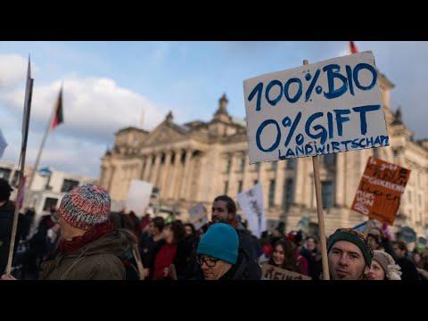 Berlin: Demo »Wir haben es satt« fordert bessere Landwirt ...