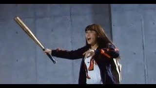 浅川梨奈がバットでソンビを叩きまくる! アクションシーンのメイキングが到着/映画『トウキョウ・リビング・デッド・アイドル』浅川梨奈VSゾンビのメーキング特別映像
