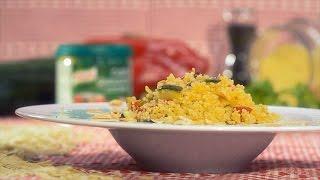 Misture os cuscuz com o tempero Knorr 100% ingredientes de origem natural – Legumes e os corintos.