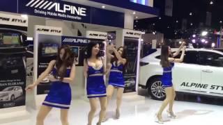 """เมื่อพริตตี้รถยนต์เต้น...""""ชักกะตุก"""" Pretty funny dance"""