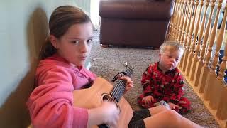 2-latek z zespołem Downa nie potrafi mówić, ale gdy jego siostra zaczyna grać, zdarza się cud!