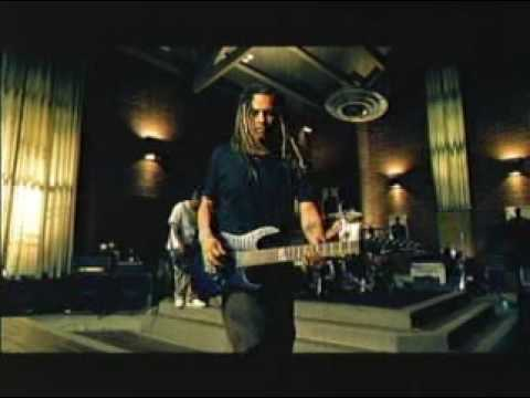 Tekst piosenki Korn - Alone I Break po polsku