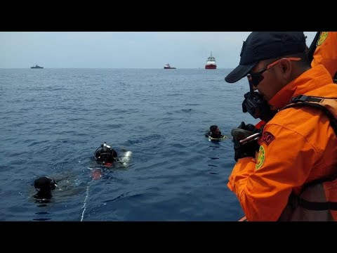 Indonesien: Boeing 737 stürzt ins Meer – mehr als 180 ...
