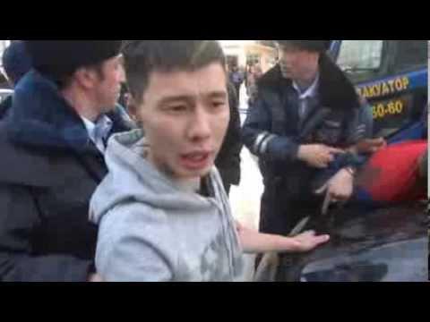 Пьяный водитель разбил голову об свой Мерседес (видео)