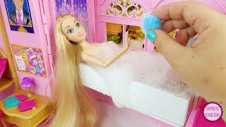 Video Cuidando de mis muñecas Rapunzel y Blancanieves por la mañana en la habitación de Princesas Barbie MP3, 3GP, MP4, WEBM, AVI, FLV Mei 2019