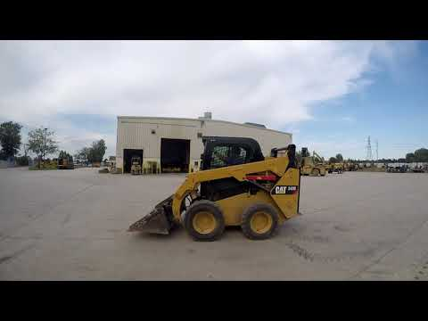 CATERPILLAR MINICARGADORAS 242D equipment video RztJ0zIVBxI