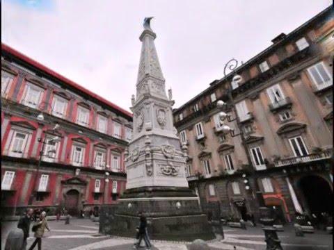 Piazza, Chiesa e Guglia di San Domenico Maggiore - Napoli видео