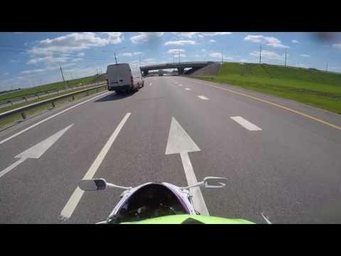 И как такого хруста заметить? Гоняет по трассе за 300+ км/ч!