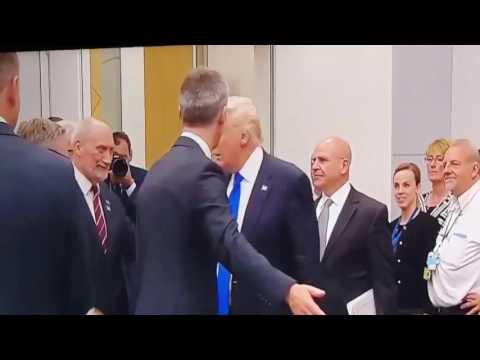 Spotkanie Dudy z Trumpem 'FACE TO FACE' w zwolnionym tempie, aby nic nie umknęło!