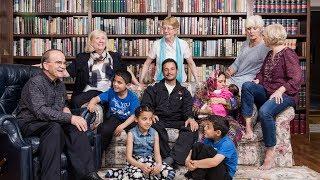 سوريون يعيشون مع عوائل أجنبية.. هل أصبحت الطريقة الجديدة للإندماج وتعلم اللغة؟