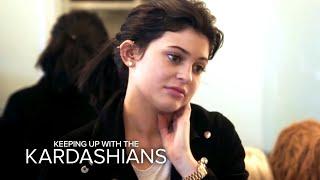 Video KUWTK | Khloé Kardashian Gets a Mold of Her Face | E! MP3, 3GP, MP4, WEBM, AVI, FLV Mei 2018