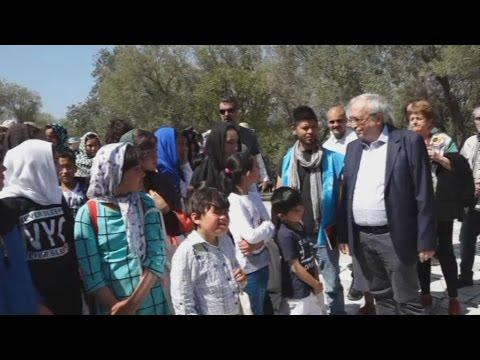 Ο Αρ. Μπαλτάς υποδέχτηκε πρόσφυγες στον ιερό βράχο της Ακρόπολης