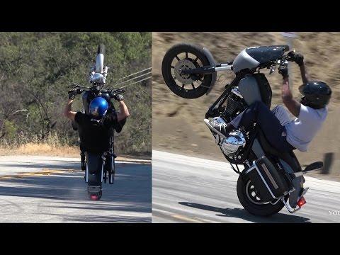 Legyen szó akár batár Harley-Davidsonról, vagy aprócska Honda grómról... Nem is gondolnánk, hogy mire képesek, de higgyünk a szemünknek!
