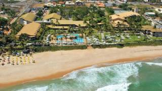 Located in front of Itapuã Beach, this 5-star resort offers private beach access and rooms with a balcony. Its restaurants serve typical Bahia dishes as well as ...