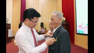 Đảng bộ TP Uông Bí: 84 đảng viên được trao huy hiệu đảng đợt 19-5