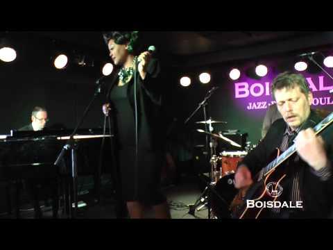 Nicola Emmanuelle performing at Boisdale (видео)