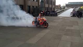 Video Marc Marquez London Burnout Millennium Bridge Pre Silverstone MotoGP MP3, 3GP, MP4, WEBM, AVI, FLV November 2017