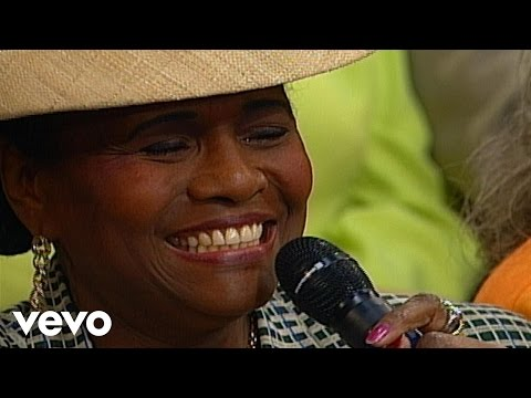 Bill & Gloria Gaither – Only a Look [Live] ft. Lillie Knauls