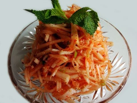 Korean Recipe: How to Make a Korean White Radish Salad – Musaengchae – 무생채