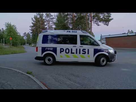 Fińska policja kontra typ z gołym tyłkiem wracający z imprezy