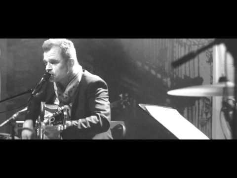 Tekst piosenki Piotr Rogucki - Mała po polsku
