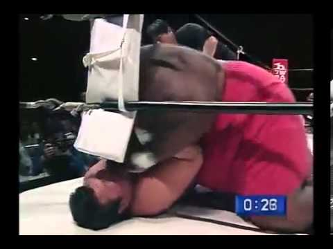 مباراة ملاكمه بين ياباني وامريكي