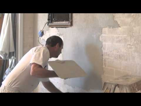 Render - http://how-to-paint.info This video goes through the process of how to render a brick wall using Dulux Render-wall and an Acrylic Render or Texture for the t...