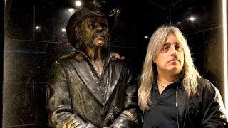 Motörhead Drummer Mikkey Dee Visit Lemmy Kilmister Statue At The Rainbow Bar