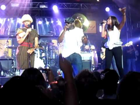 "[Live] The Roots ""You Got Me"" ft Erykah Badu and EVE"