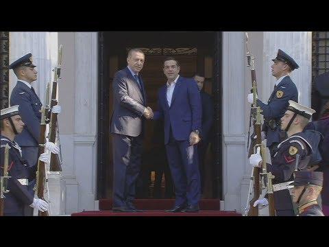 Πλάνα εξωτερικά από το μέγαρο Μαξίμου  κατά την επίσκεψή του τούρκου Προέδρου