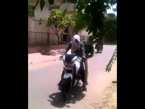 Whatsapp funny video 09-10-2015