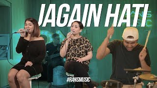 Download Video MENJAGA HATI GIGI & RAFFI X KESHA RATULIU MP3 3GP MP4