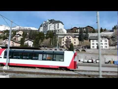 Lo storico trenino rosso per St. Moritz