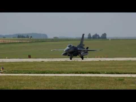General Dynamics F-16CG Night Falcon...