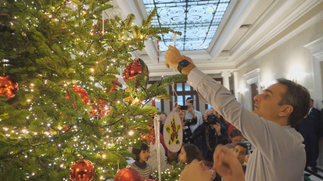 Στολισμός του χριστουγεννιάτικου δέντρου του Μεγάρου Μαξίμου