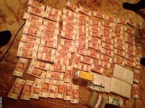 параде Дня куча денег рубли фото машиниста котельной